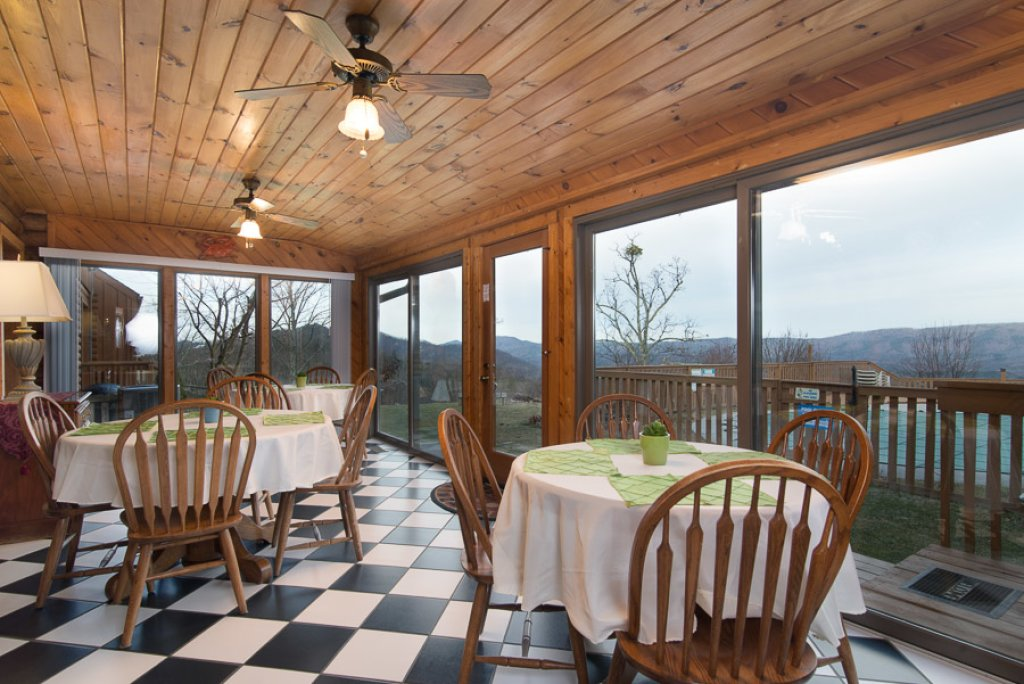 Photo of a Sevierville Cabin named Von Bryan Estate - This is the sixteenth photo in the set.