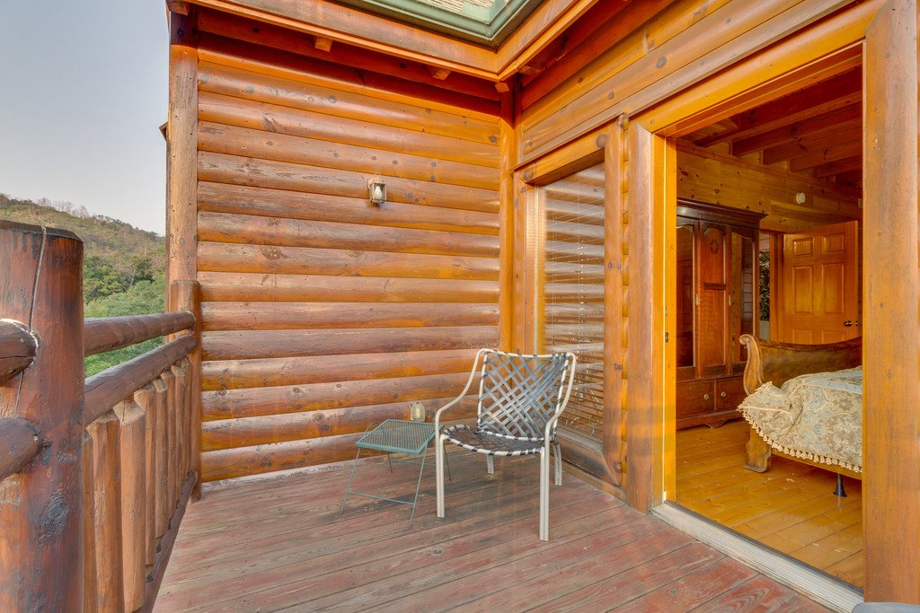 Photo of a Pigeon Forge Cabin named Bit O'honey - This is the fiftieth photo in the set.