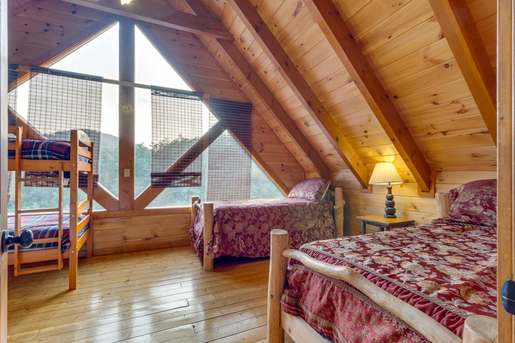 Photo of a Pigeon Forge Cabin named Bit O'honey - This is the fifty-third photo in the set.