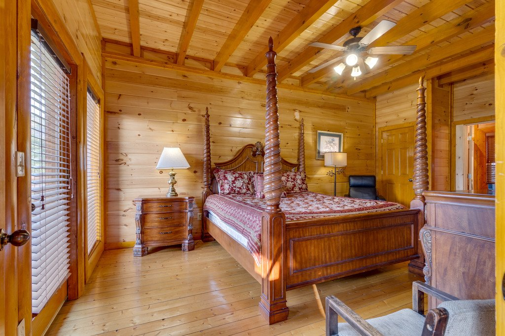 Photo of a Pigeon Forge Cabin named Bit O'honey - This is the thirty-eighth photo in the set.