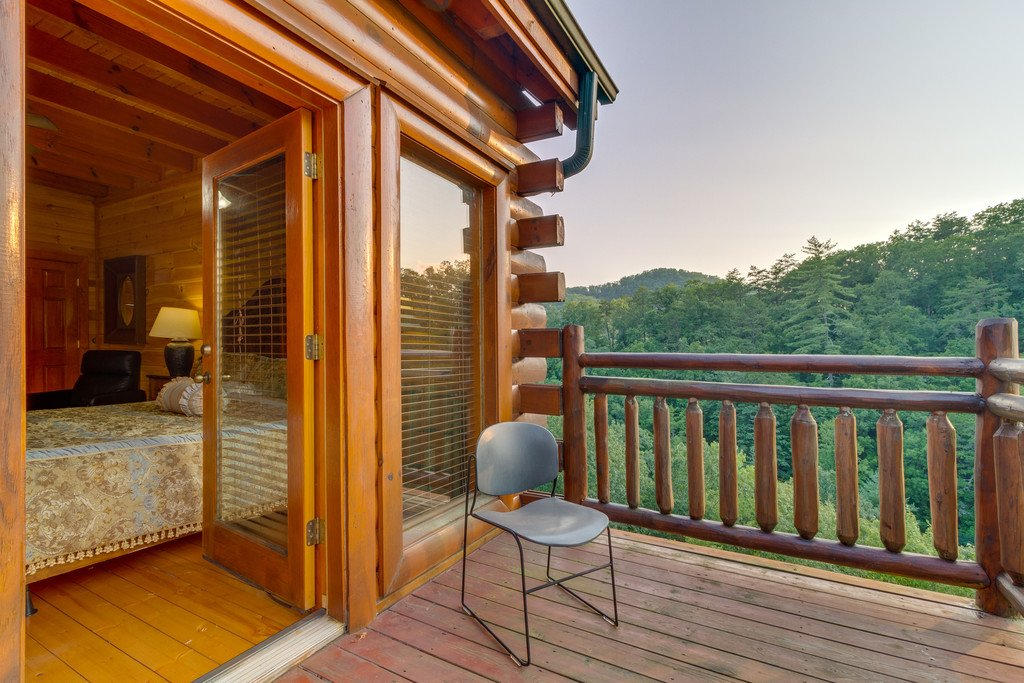 Photo of a Pigeon Forge Cabin named Bit O'honey - This is the forty-ninth photo in the set.