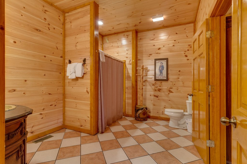Photo of a Pigeon Forge Cabin named Bit O'honey - This is the seventy-fourth photo in the set.