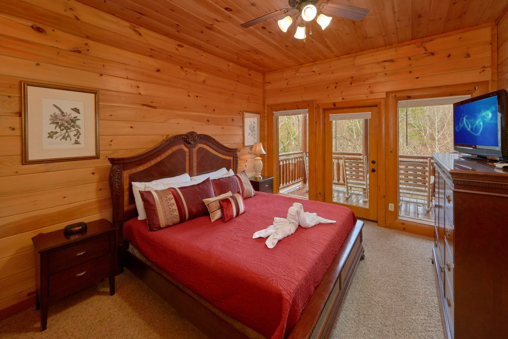 Photo of a Sevierville Cabin named Movie Room Retreat - This is the twenty-fifth photo in the set.