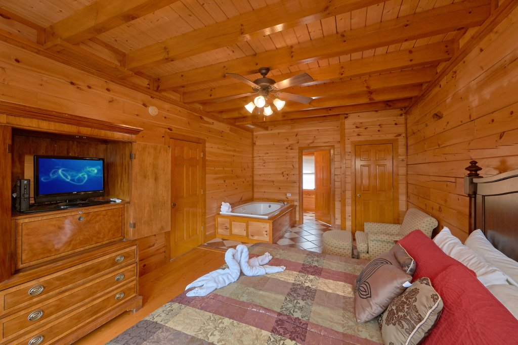 Photo of a Sevierville Cabin named Movie Room Retreat - This is the eighteenth photo in the set.