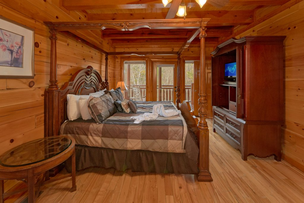 Photo of a Sevierville Cabin named Movie Room Retreat - This is the twenty-fourth photo in the set.