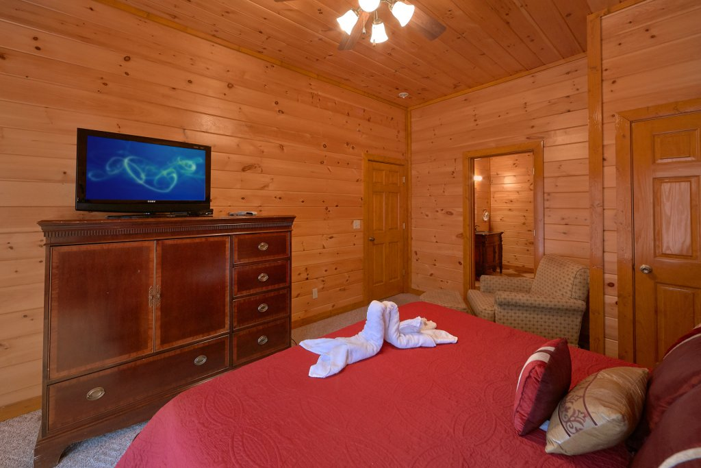 Photo of a Sevierville Cabin named Movie Room Retreat - This is the twenty-sixth photo in the set.