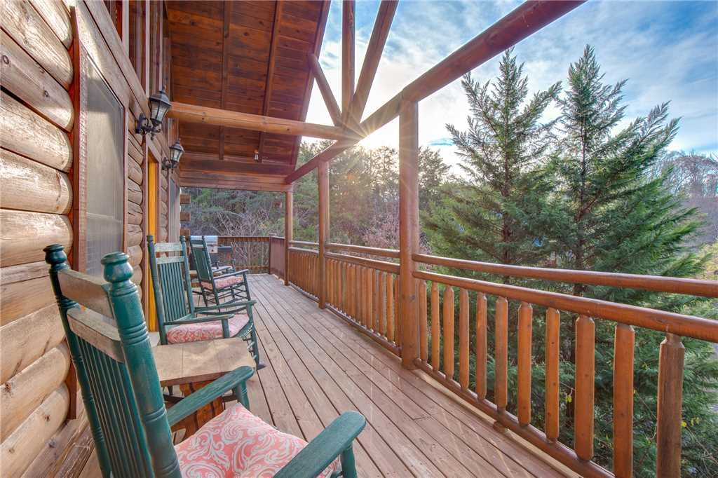 Photo of a Pigeon Forge Cabin named Arrowhead Lodge - This is the first photo in the set.