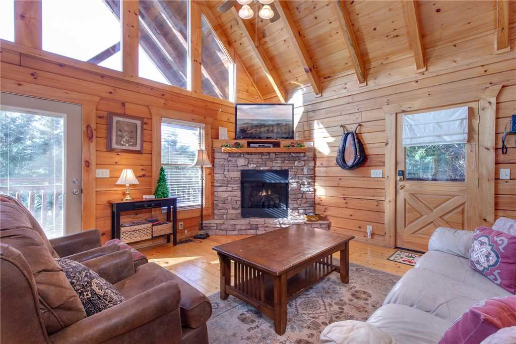 Photo of a Pigeon Forge Cabin named Arrowhead Lodge - This is the fourth photo in the set.