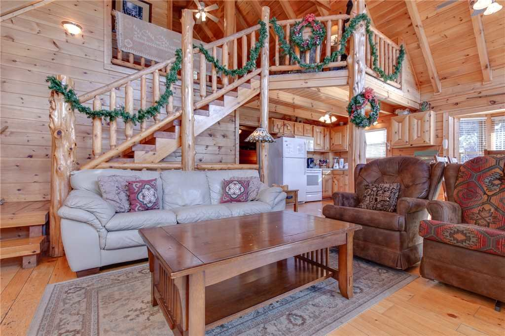 Photo of a Pigeon Forge Cabin named Arrowhead Lodge - This is the fifth photo in the set.