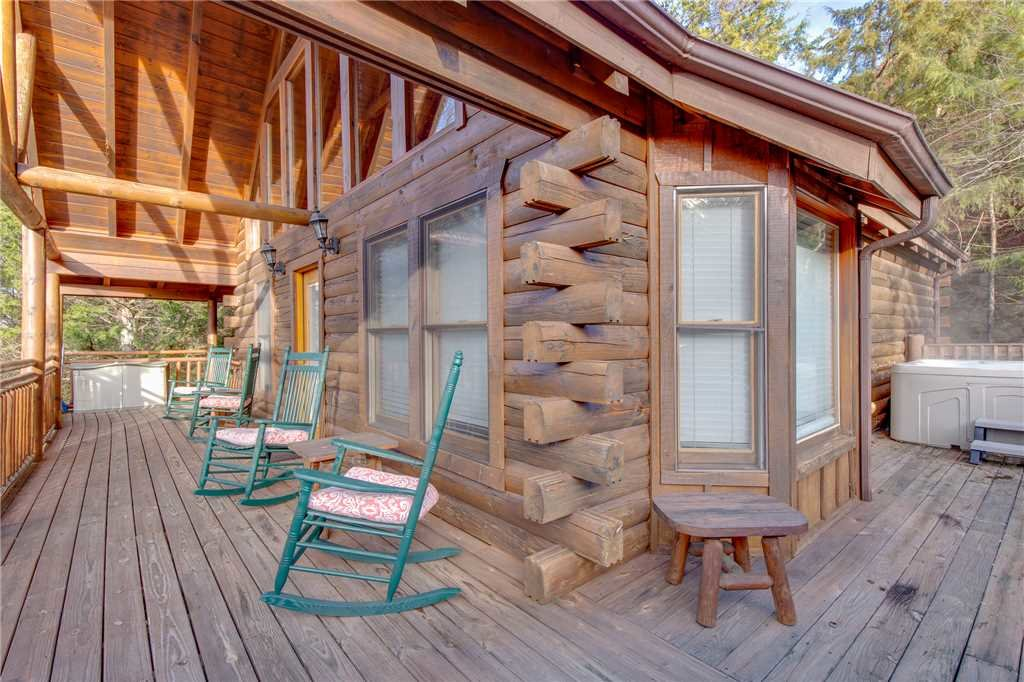 Photo of a Pigeon Forge Cabin named Arrowhead Lodge - This is the twenty-eighth photo in the set.