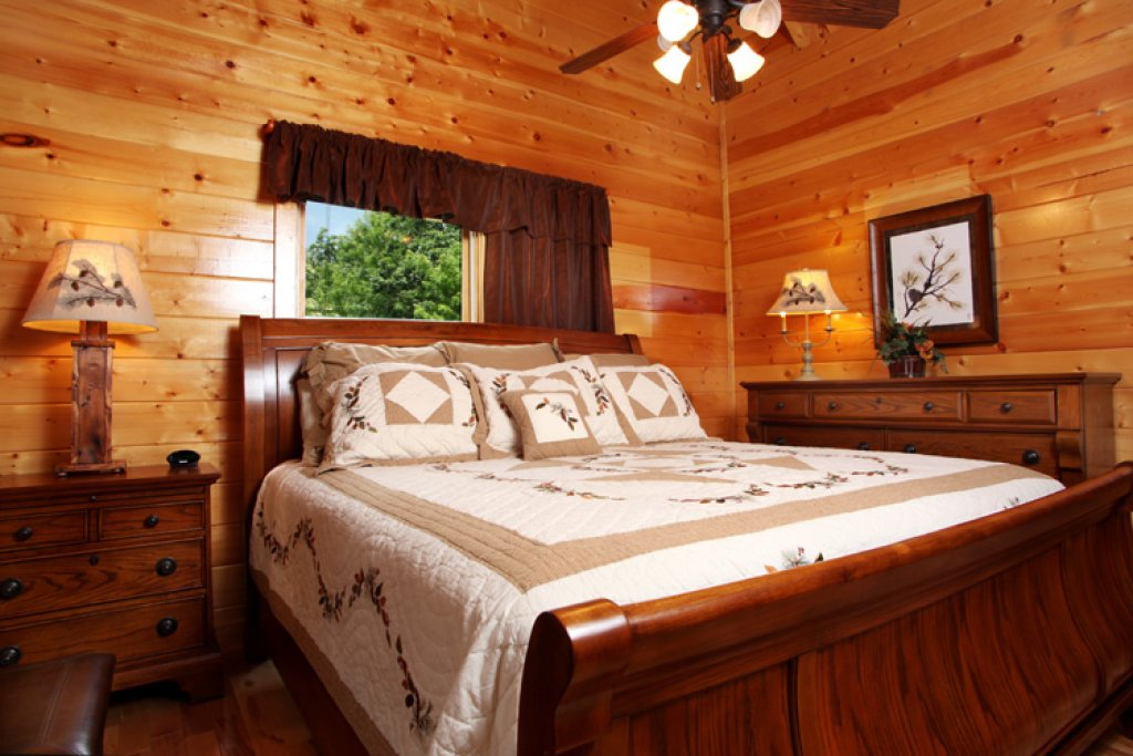 Photo of a Gatlinburg Cabin named Together Again - This is the fourteenth photo in the set.