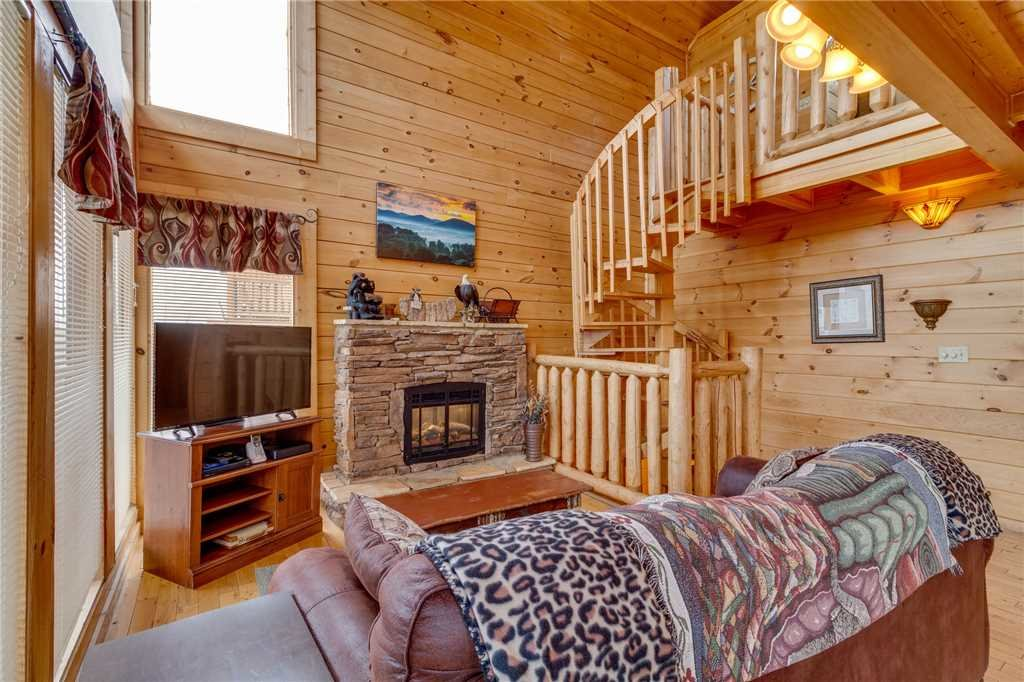 Photo of a Pigeon Forge Cabin named Mountain Majesty At Black Bear Ridge - This is the third photo in the set.