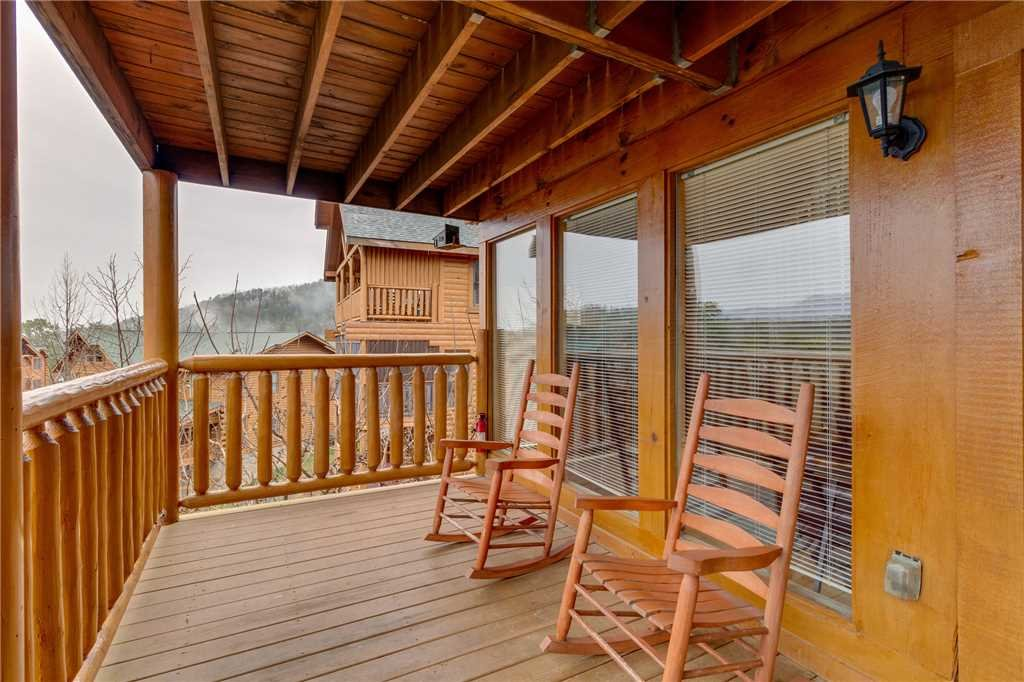 Photo of a Pigeon Forge Cabin named Mountain Majesty At Black Bear Ridge - This is the nineteenth photo in the set.