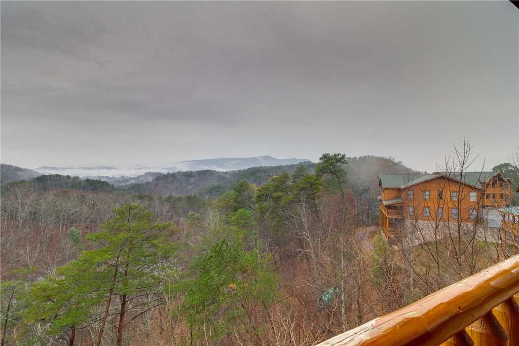 Photo of a Pigeon Forge Cabin named Mountain Majesty At Black Bear Ridge - This is the twenty-second photo in the set.