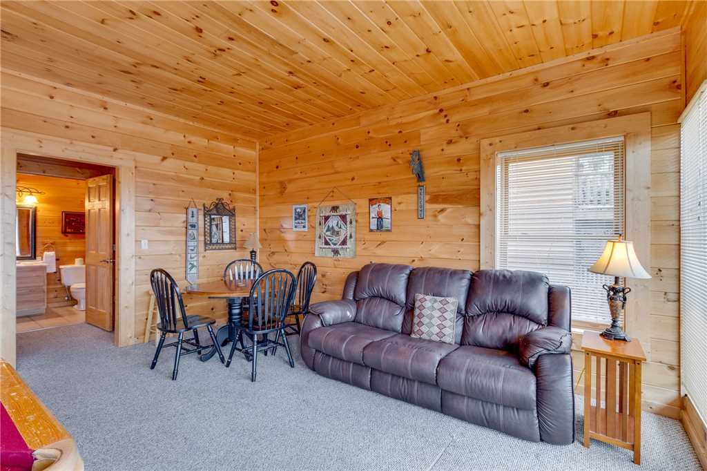 Photo of a Pigeon Forge Cabin named Mountain Majesty At Black Bear Ridge - This is the forty-fourth photo in the set.