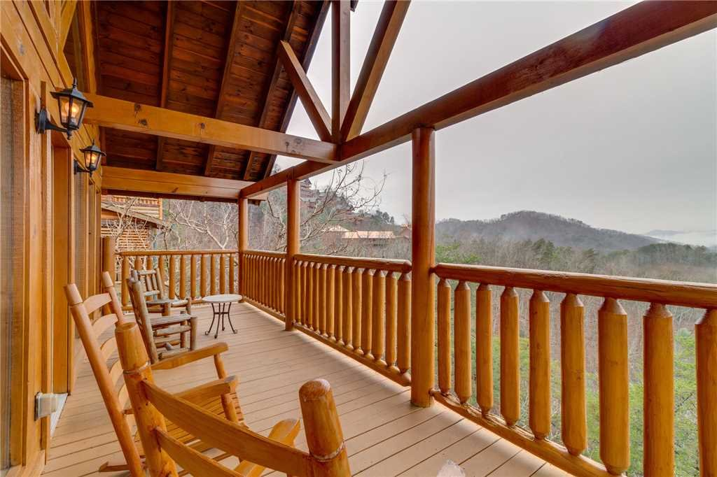 Photo of a Pigeon Forge Cabin named Mountain Majesty At Black Bear Ridge - This is the thirty-fourth photo in the set.