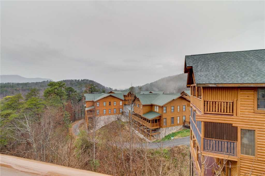 Photo of a Pigeon Forge Cabin named Mountain Majesty At Black Bear Ridge - This is the thirty-sixth photo in the set.