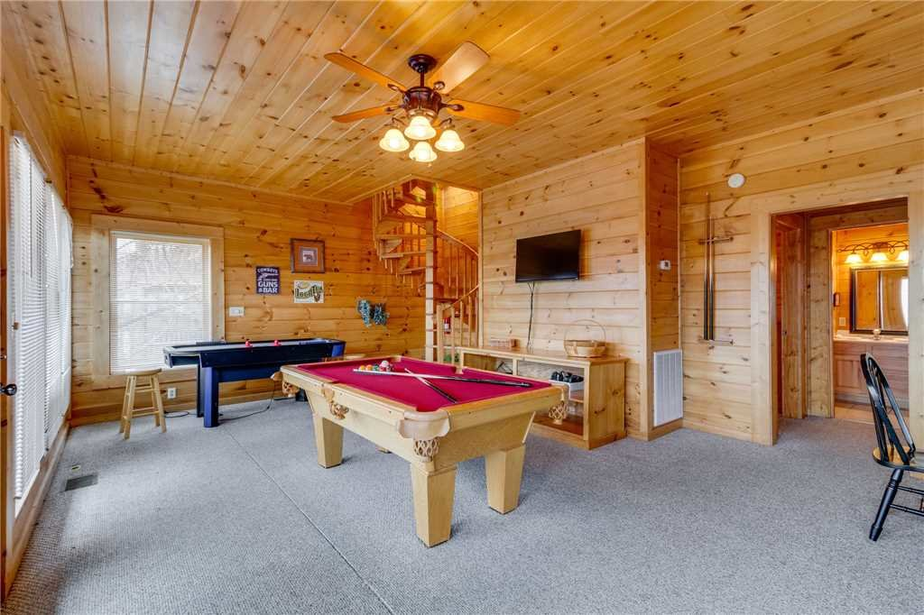 Photo of a Pigeon Forge Cabin named Mountain Majesty At Black Bear Ridge - This is the forty-second photo in the set.