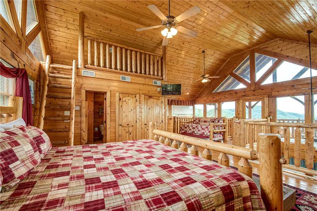 Photo of a Sevierville Cabin named Mountain Seduction - This is the sixteenth photo in the set.