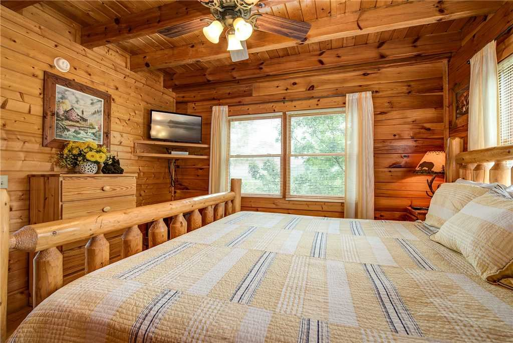 Photo of a Sevierville Cabin named Mountain Seduction - This is the twentieth photo in the set.