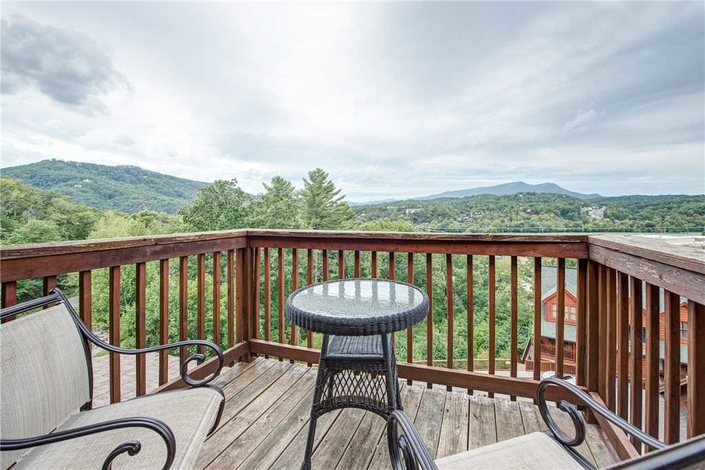 Photo of a Pigeon Forge Cabin named Bear Hyde - This is the first photo in the set.