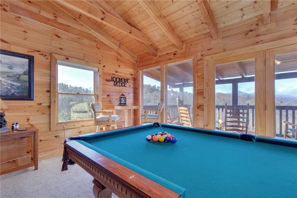 Photo of a Sevierville Cabin named Lookout Ridge - This is the fourteenth photo in the set.