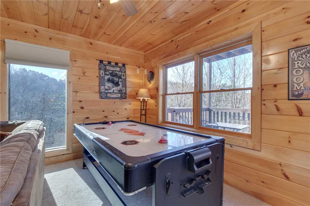 Photo of a Sevierville Cabin named Lookout Ridge - This is the twelfth photo in the set.
