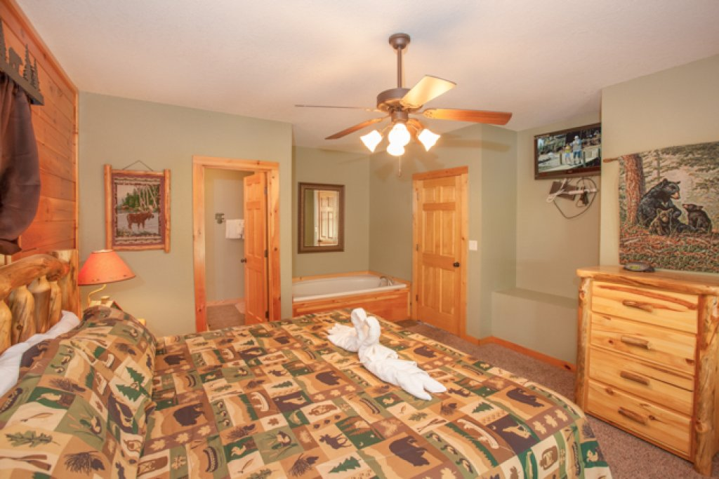 Photo of a Gatlinburg Cabin named Destiny's Heavenly View - This is the fourteenth photo in the set.