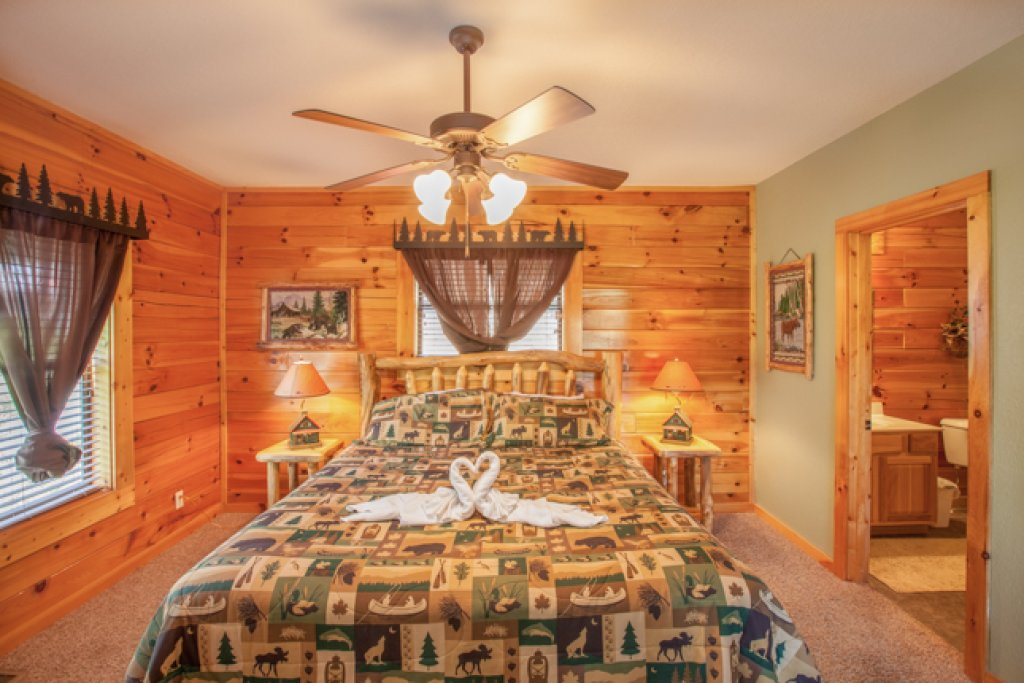 Photo of a Gatlinburg Cabin named Destiny's Heavenly View - This is the thirteenth photo in the set.