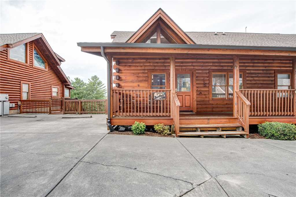Photo of a Pigeon Forge Cabin named Bear Hyde - This is the twenty-fourth photo in the set.