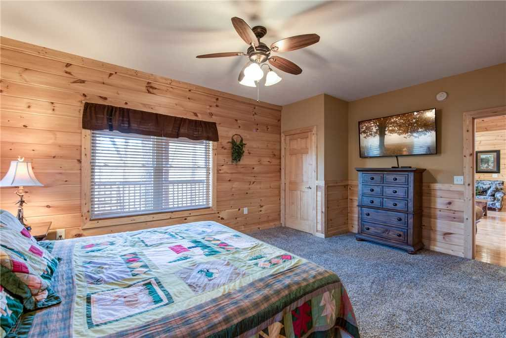 Photo of a Sevierville Cabin named Hickory Hollow Lodge - This is the seventeenth photo in the set.
