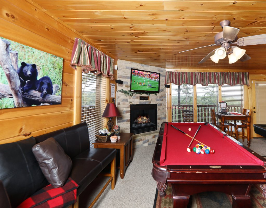 Photo of a Pigeon Forge Cabin named Celebration Lodge - This is the fourteenth photo in the set.