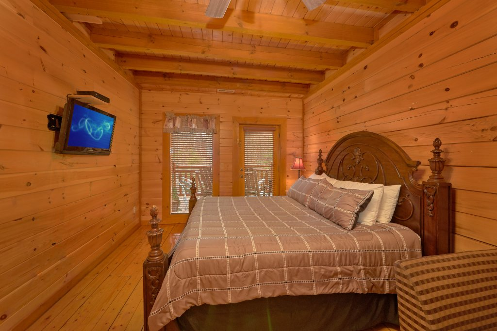 Photo of a Sevierville Cabin named Pool And Theater Lodge - This is the nineteenth photo in the set.