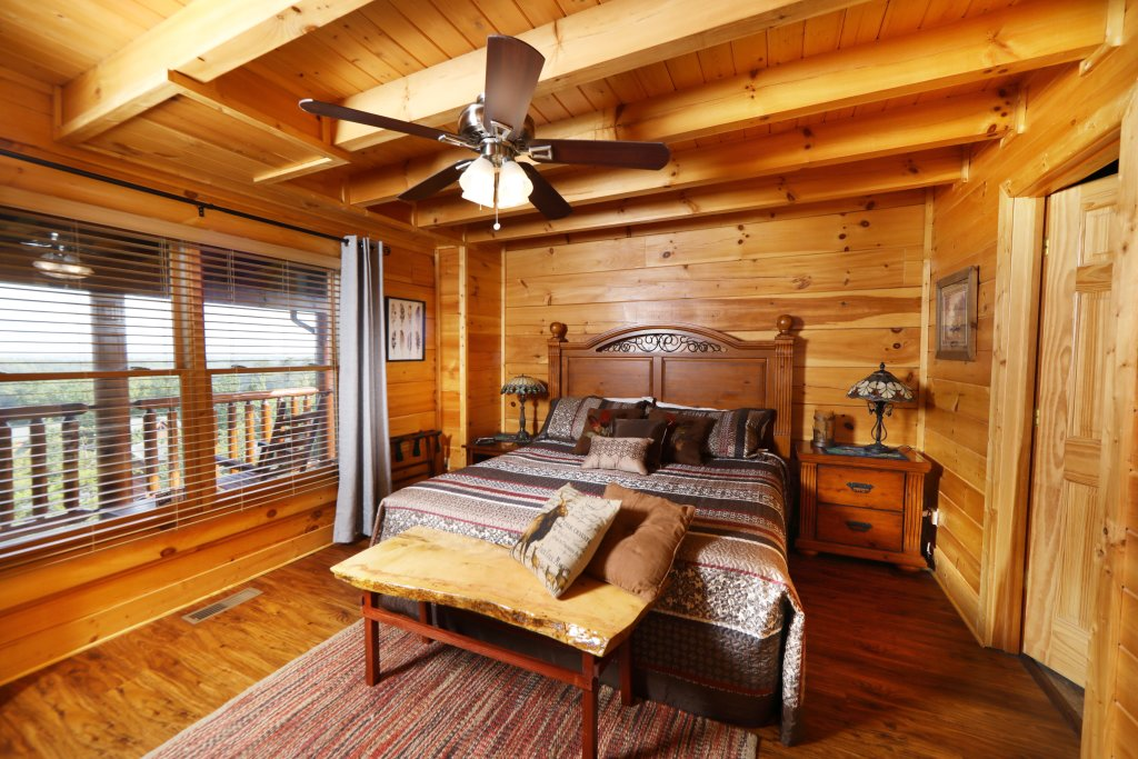 Photo of a Pigeon Forge Cabin named Celebration Lodge - This is the thirteenth photo in the set.
