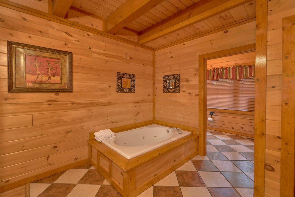 Photo of a Sevierville Cabin named Pool And Theater Lodge - This is the twenty-seventh photo in the set.
