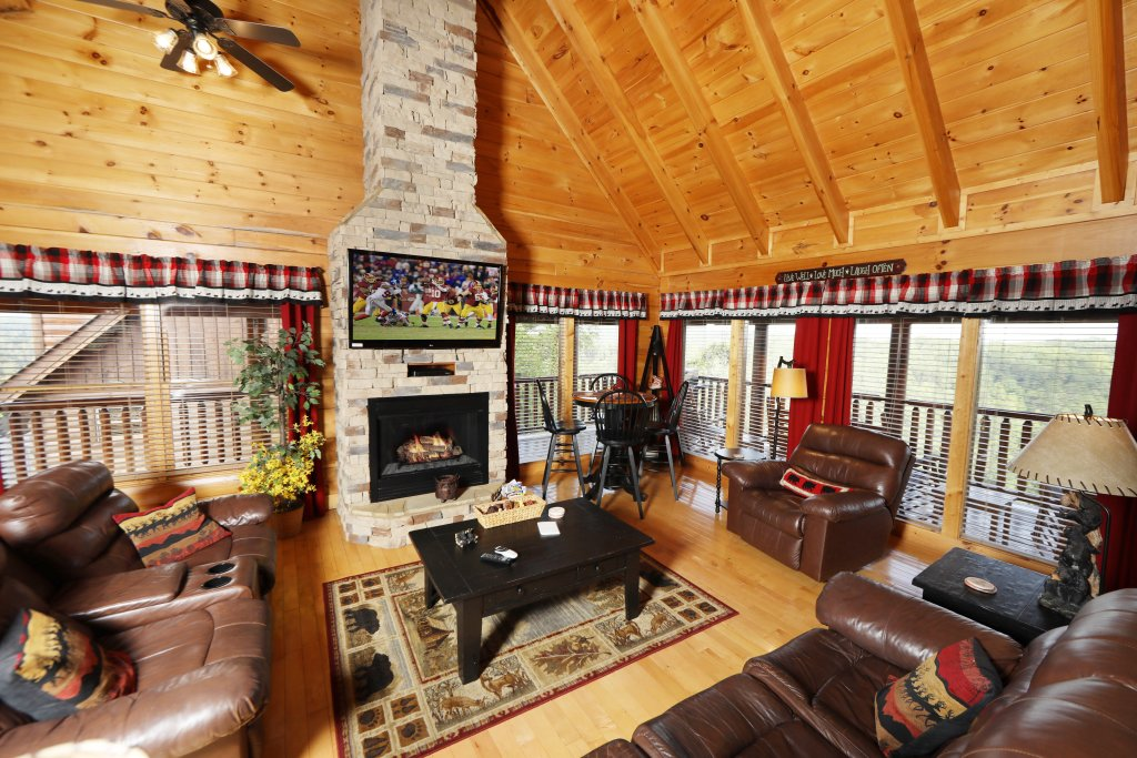 Photo of a Pigeon Forge Cabin named Celebration Lodge - This is the twenty-eighth photo in the set.