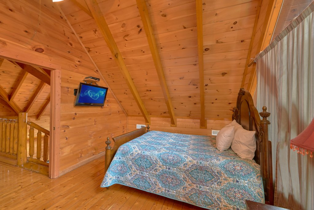 Photo of a Sevierville Cabin named Pool And Theater Lodge - This is the twenty-first photo in the set.