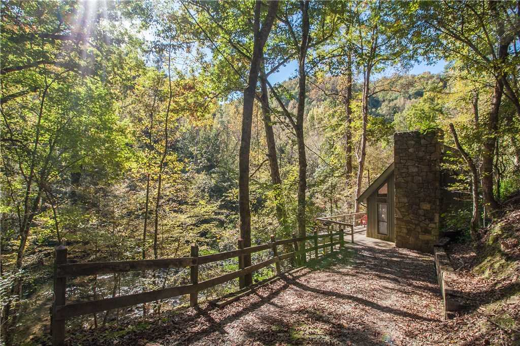 Photo of a Gatlinburg Cabin named River Chalet - This is the nineteenth photo in the set.