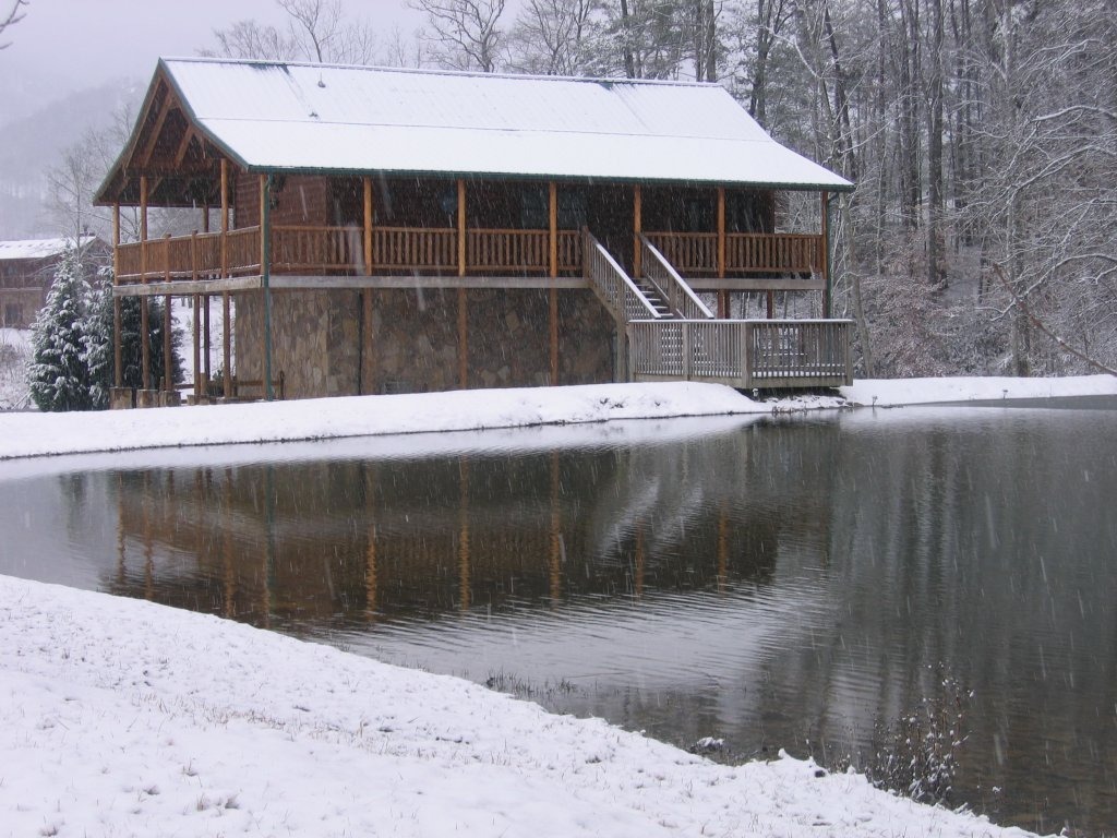 Photo of a Sevierville Cabin named A Fishing Hole #156 - This is the forty-third photo in the set.