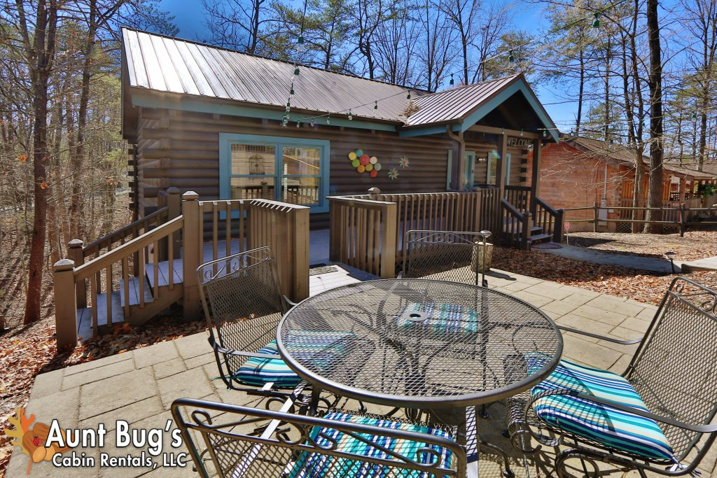 Photo of a Pigeon Forge Cabin named Firefly Hollow #165 - This is the first photo in the set.