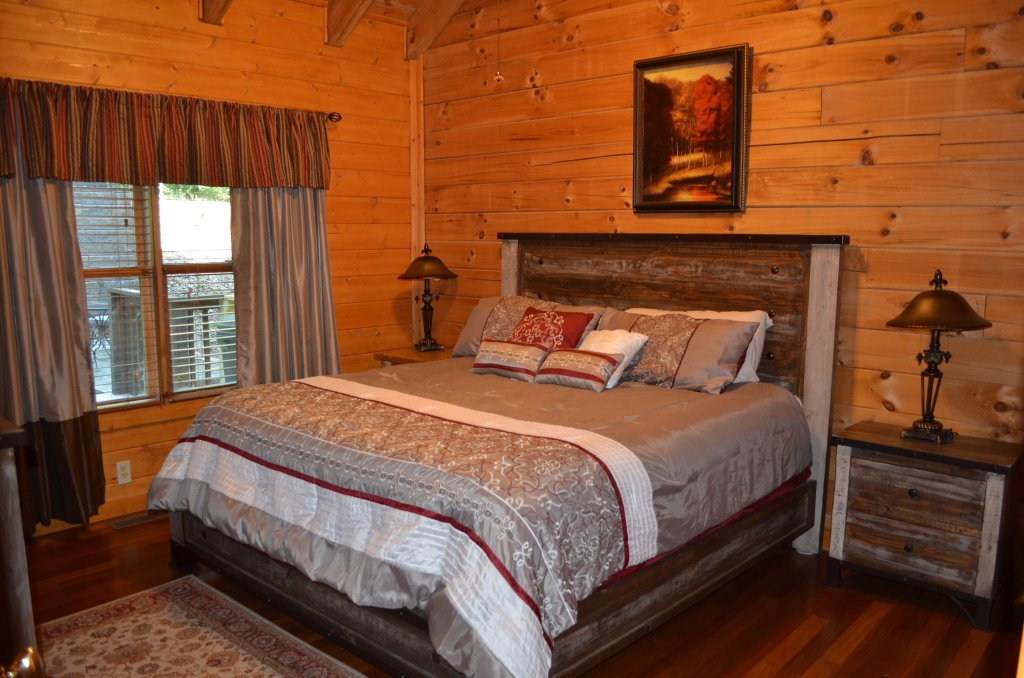 Photo of a Pigeon Forge Cabin named Firefly Hollow #165 - This is the sixth photo in the set.