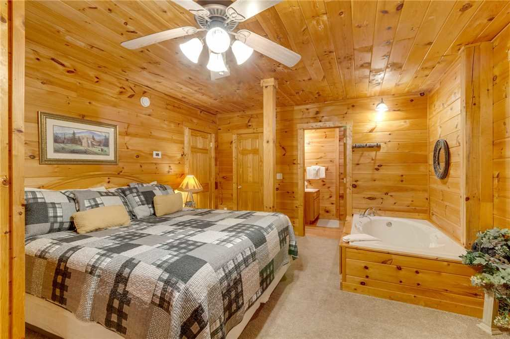 Photo of a Gatlinburg Cabin named Do Not Disturb - This is the thirty-ninth photo in the set.