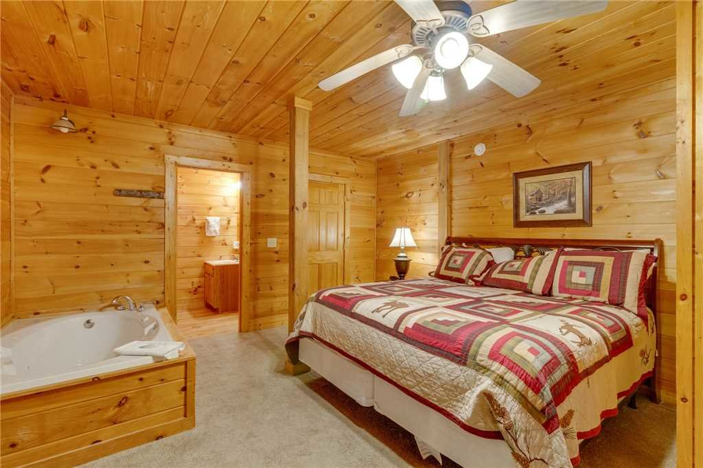 Photo of a Gatlinburg Cabin named Do Not Disturb - This is the thirty-third photo in the set.