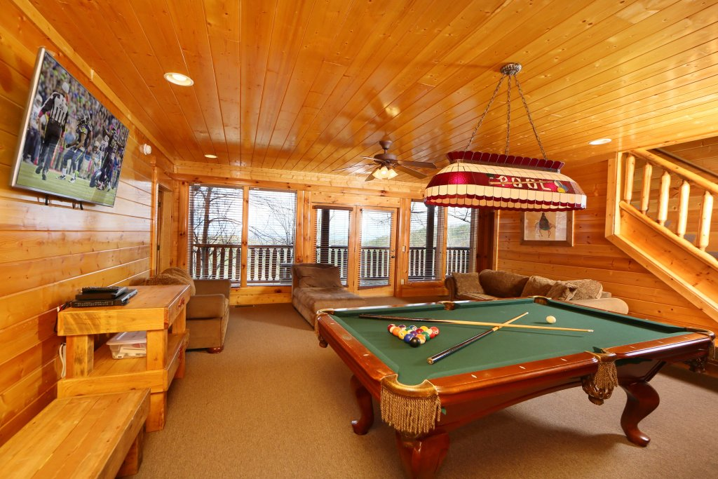 Photo of a Pigeon Forge Cabin named Rising Eagle Lodge - This is the fourteenth photo in the set.