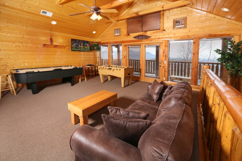 Photo of a Pigeon Forge Cabin named Rising Eagle Lodge - This is the eighteenth photo in the set.