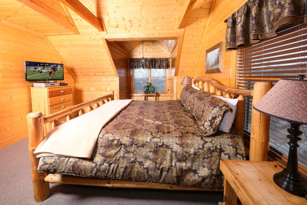 Photo of a Pigeon Forge Cabin named Rising Eagle Lodge - This is the twenty-seventh photo in the set.
