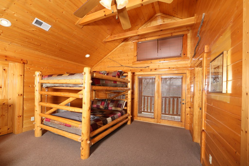 Photo of a Pigeon Forge Cabin named Rising Eagle Lodge - This is the thirtieth photo in the set.
