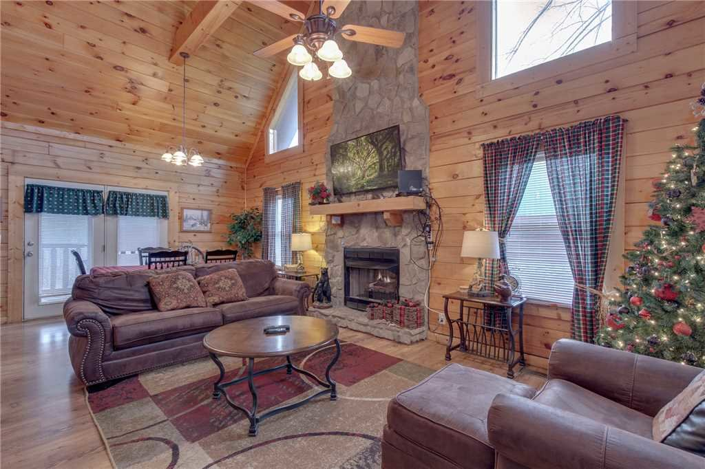 Photo of a Sevierville Cabin named Grizzly Getaway - This is the second photo in the set.