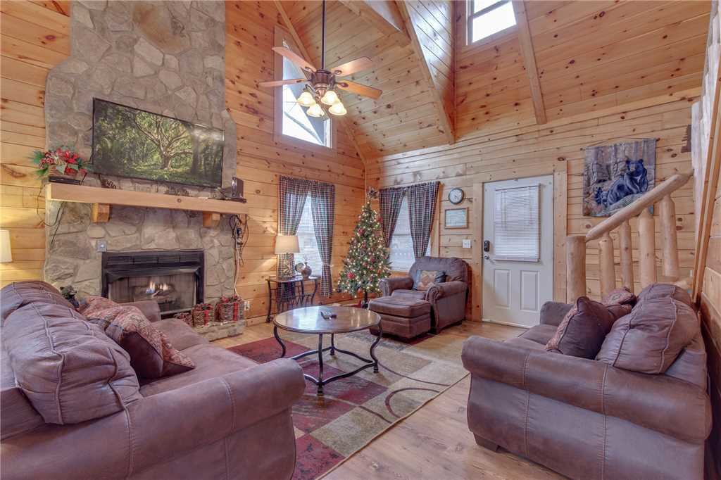 Photo of a Sevierville Cabin named Grizzly Getaway - This is the first photo in the set.