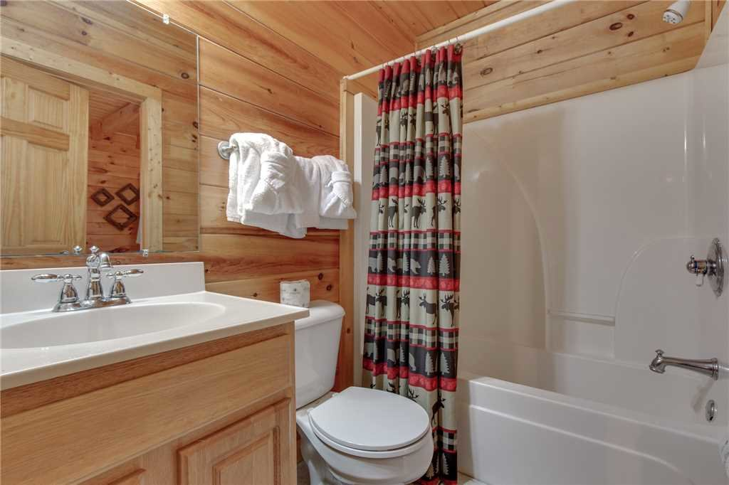 Photo of a Sevierville Cabin named Grizzly Getaway - This is the fourteenth photo in the set.